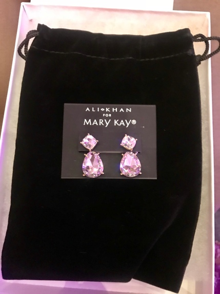 I won these GORGEOUS earrings!